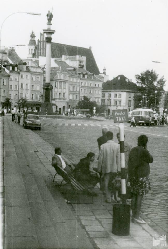 Plac Zamkowy, lata 70. Fot. Aldona Szpejn/archiwum TBTS  Społeczne Archiwum Warszawy