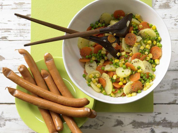 Kartoffelsalat mit Würstchen - Kochen für viele Kinder - smarter - Kalorien: 325 Kcal - Zeit: 1 Std. | eatsmarter.de