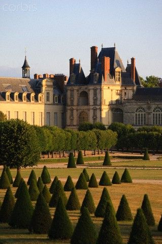 Siene et Marne. Fountainebleau, France--the royal castle