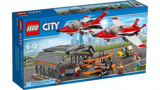 LEGO City - Aeropuerto, espectáculo aéreo por 49,99 €  ¡No olvides los prismáticos para disfrutar al máximo del espectáculo! Echa un vistazo a los fantásticos reactores y el impecable avión clásico antes de que despeguen. ¡Mira entonces cómo realizan audaces acrobacias en el aire!   #chollos #ofertas #compras #regalos #lego
