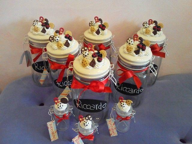 Bomboniere biscottiere con dolci,scarpette e palla da calcio! www.minimondodianita.com