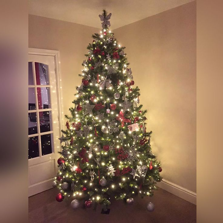 8ft tall Christmas tree with metallic red tree decorations and sparkling silver baubles make this tree extra festive | Christmas Tree Inspiration 2017 - The Hip Horticulturist