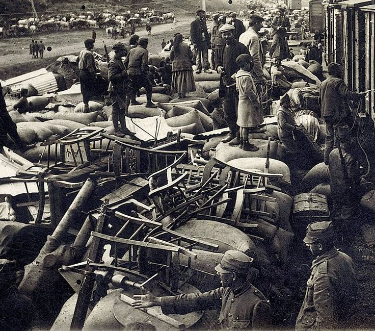 Loading up of belongings at the railway station, Saranta Ekklisies