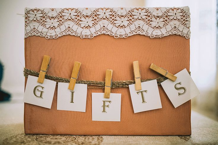 Wedding gift - ideas and etiquette. For more information visit www.smartgroom.com #gifts #weddinggifts #wedding