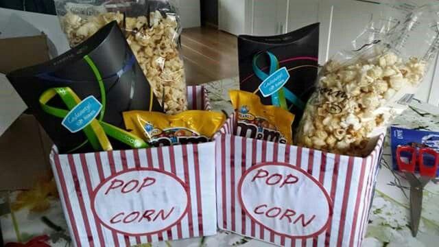 Bioscoopbon plus popcorn en m & m's  (foto van fb)