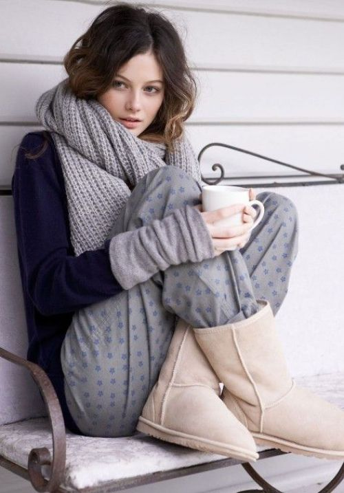 Big comfy scarf, sweat pants, UGG boots, hot tea... or how to warm up on a chilly day! :)