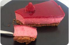 La recette trop simple du Bavarois à la framboise sur un tapis de spéculoos, c'est sur Chocolat-Framboise! So Deliciouuus http://www.chocolat-framboise.com/recette-bavarois-framboises-et-speculoos/