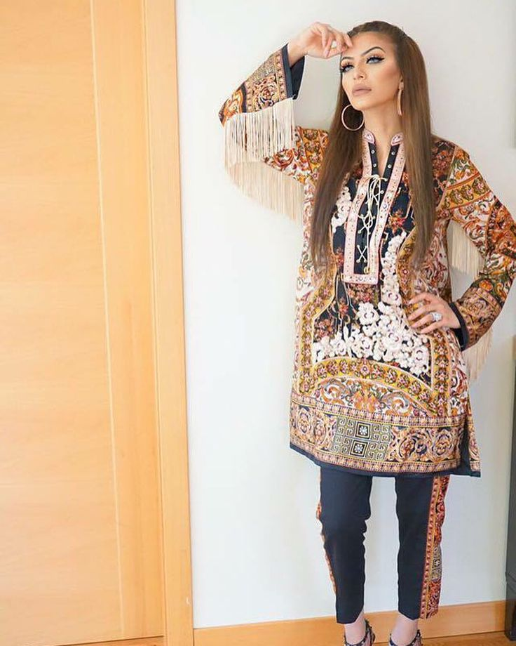 We love how the stunning Faryal Makhdoom has styled her #ShehlaChatoor lawn by paperazzimagazine