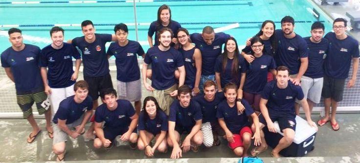 Orlando Gonzalez Os nadadores da Associação de Pais e Atletas da Natação (APAN) Maringá continuam brilhando nas piscinas do Complexo Esportivo do Lagoão, em Apucarana, que sedia a fase final dos Jogos Abertos do Paraná (JAPs). Na manhã deste domingo, os atletas de Maringá mantiveram o bom empenho do primeiro dia de provas e subiram …