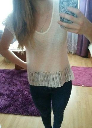 Kup mój przedmiot na #vintedpl http://www.vinted.pl/damska-odziez/swetry-z-dekoltem/9957536-sliczny-sweterek-z-ala-koronkowymi-wstawkami