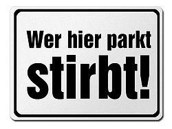 Extremes Parkverbotsschild: Wer hier parkt stirbt.