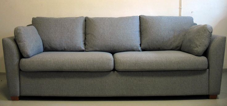 Sohva verhoiltiin Lauritzonin helppohoitoisella Stark-kankaalla