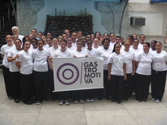 """A Gastromotiva, organização que promove a inclusão social por meio da gastronomia, está com inscrições abertas para o """"Curso de Capacitação"""" gratuito em São Paulo e Bonsucesso, Rio de Janeiro."""