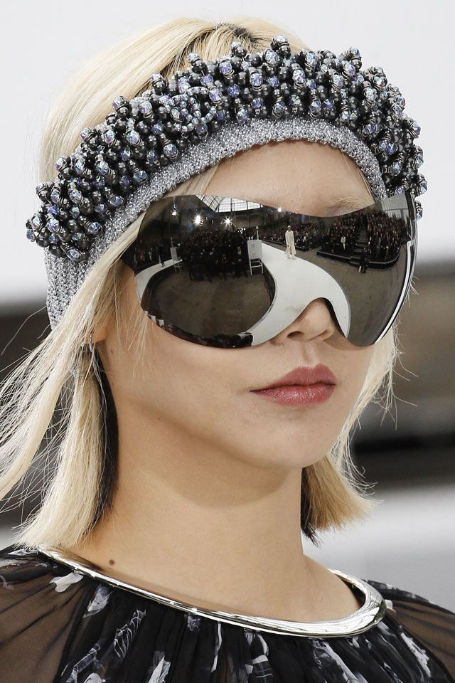 8 Most Popular Sunglasses Trends for Fall Winter 2017   ShilpaAhuja.com  From retro sunglasses to classic rectangular, check out the most popular sunglasses ruling the Fall Winter 2017 runways!     #accessories #designersunglasses #sunglasses #fashionsunglasses #sunglassestrends #womensunglasses #womensfashion     #latestrends #fallwinter #fall2017