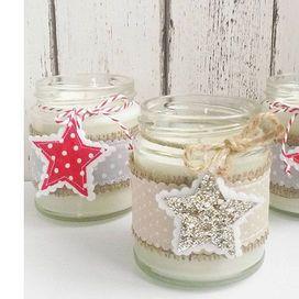 Le nostre proposte per realizzare in casa i regali di Natale con tutti i tutorial per confezionarli: candele, sacchetti profumati, lavori a maglia o all'uncinetto...