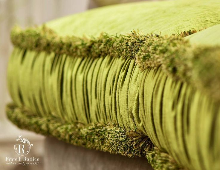 Cushion | Romantique Collection www.fratelliradice.com  #italianfabric #green #velvet #bespoke #FratelliRadice #decoration #decor #sofa #italianfurniture #italianstyle #madeinitaly #luxuryliving #luxurylifestyle #velluto #divano #verde #interiordesign #италия #итальянскаямебель #роскошь #диван #подушки #интерьер #бархат #зеленый #диван