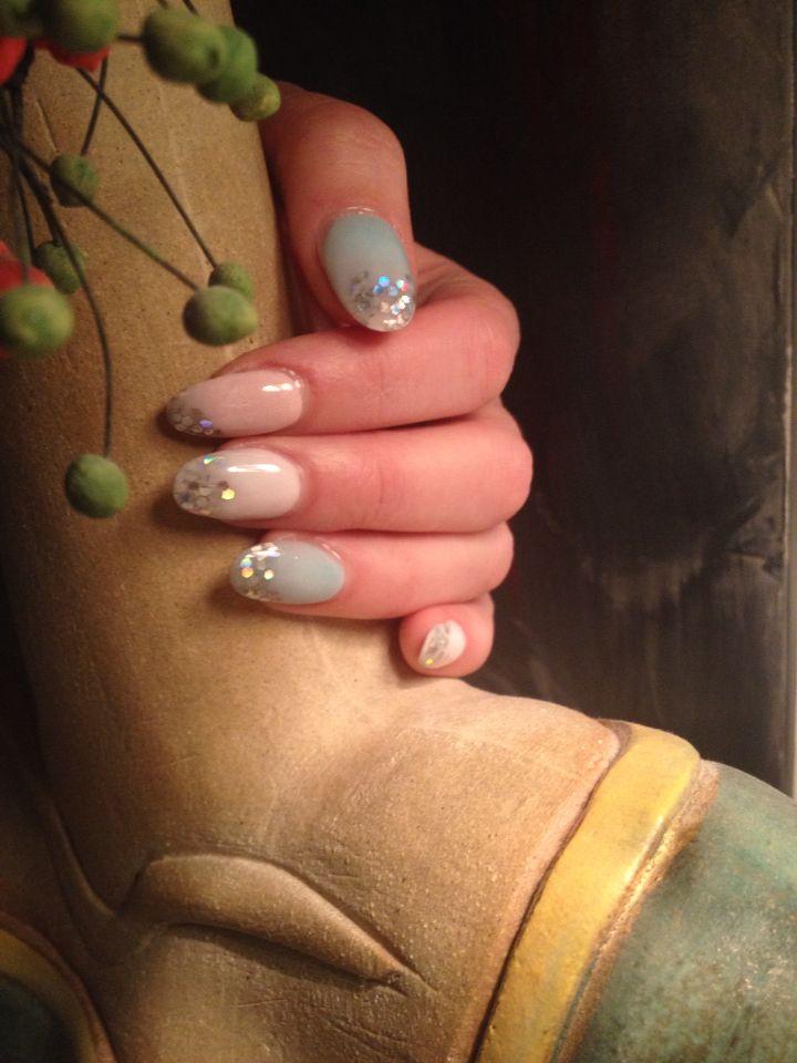 nagelförlängning akryl med detalj strass! Ακρυλικά νύχια με λεπτομέρεια στο τέλος!