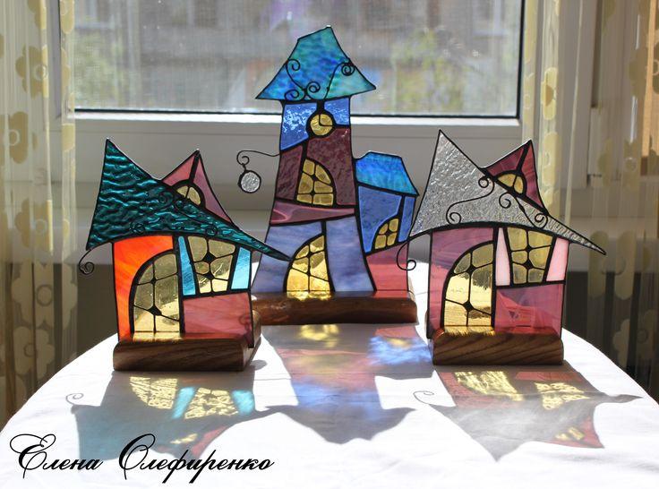 Домики-подсвечники из цветного стекла.
