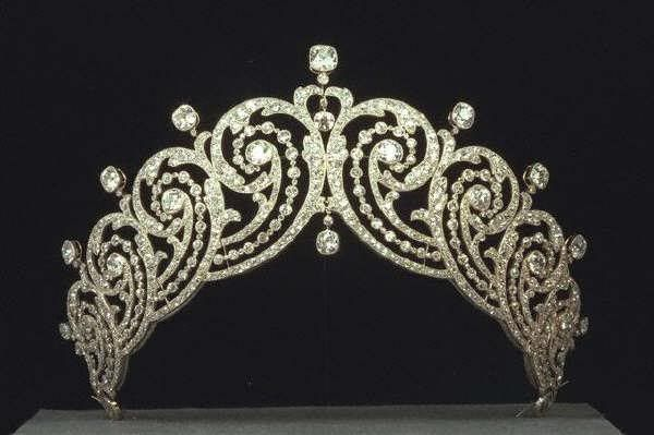 Made for the Countess of Essex in the Malaysian style in 1902.    The Essex tiara is now owned by Cartier. It was loaned to (Crown) Princess Margarita of Romania for her wedding in 1996.