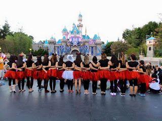 Disneyland el nuevo destino de moda para planear tu despedida de soltera. Bachelorette Party at Disneyland. Outfits