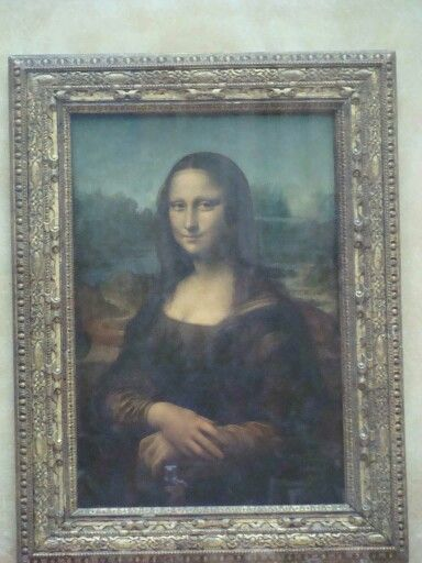 The unmistakable Mona Lisa.....i was standing so close....she's so beautiful.  :)