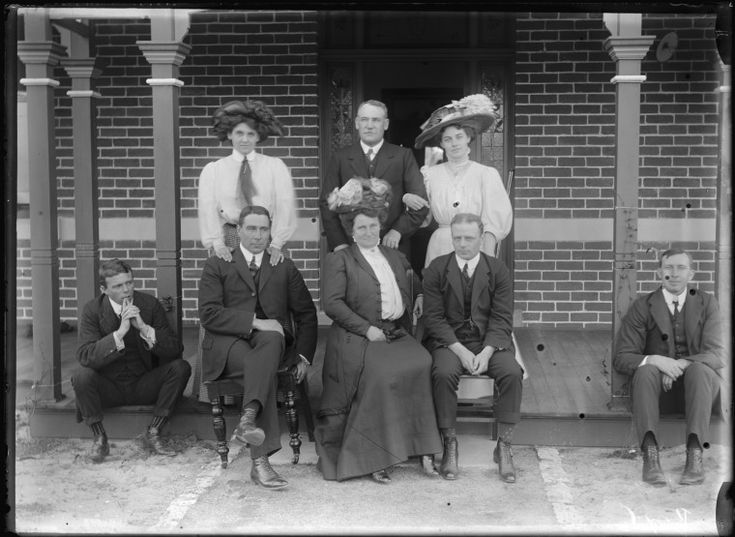 154021PD: Unidentified family group, 1909 https://encore.slwa.wa.gov.au/iii/encore/record/C__Rb4625252