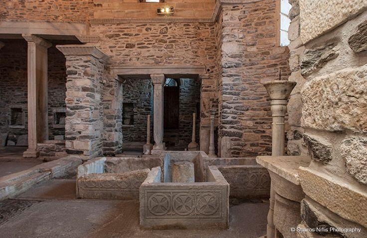 baptistery in Ekatontapyliani church
