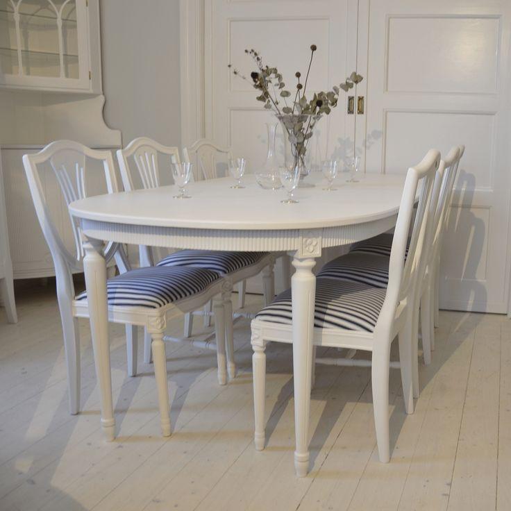 Vacker matgrupp i Gustaviansk stil med 6 stolar