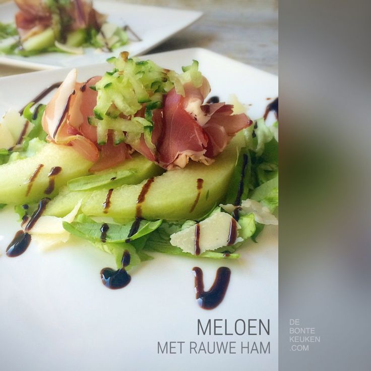 De zomerse klassieker meloen met rauwe ham, met een 2015 touch. (Ingrediënten: Galia meloen, Parmaham, (rucola) sla, komkommer, Parmezaanse kaas, balsamico crème)