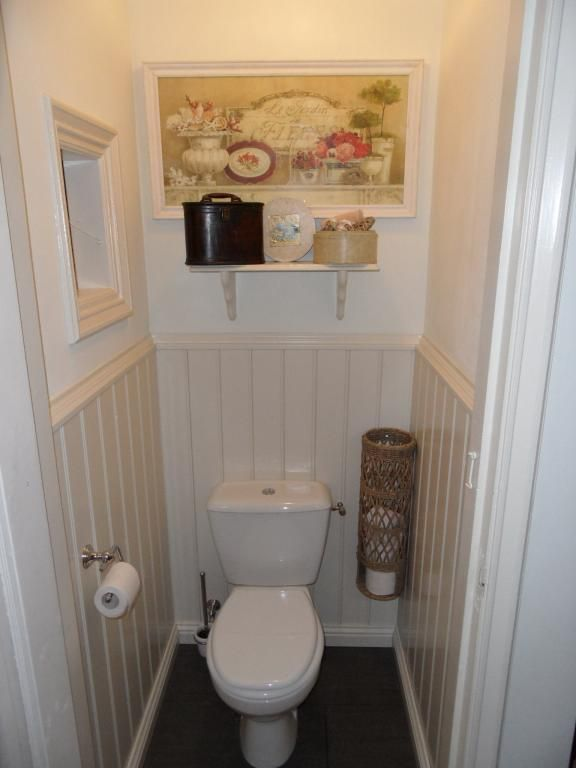 Tiny bathroom organization- like the corner mount for tissue.