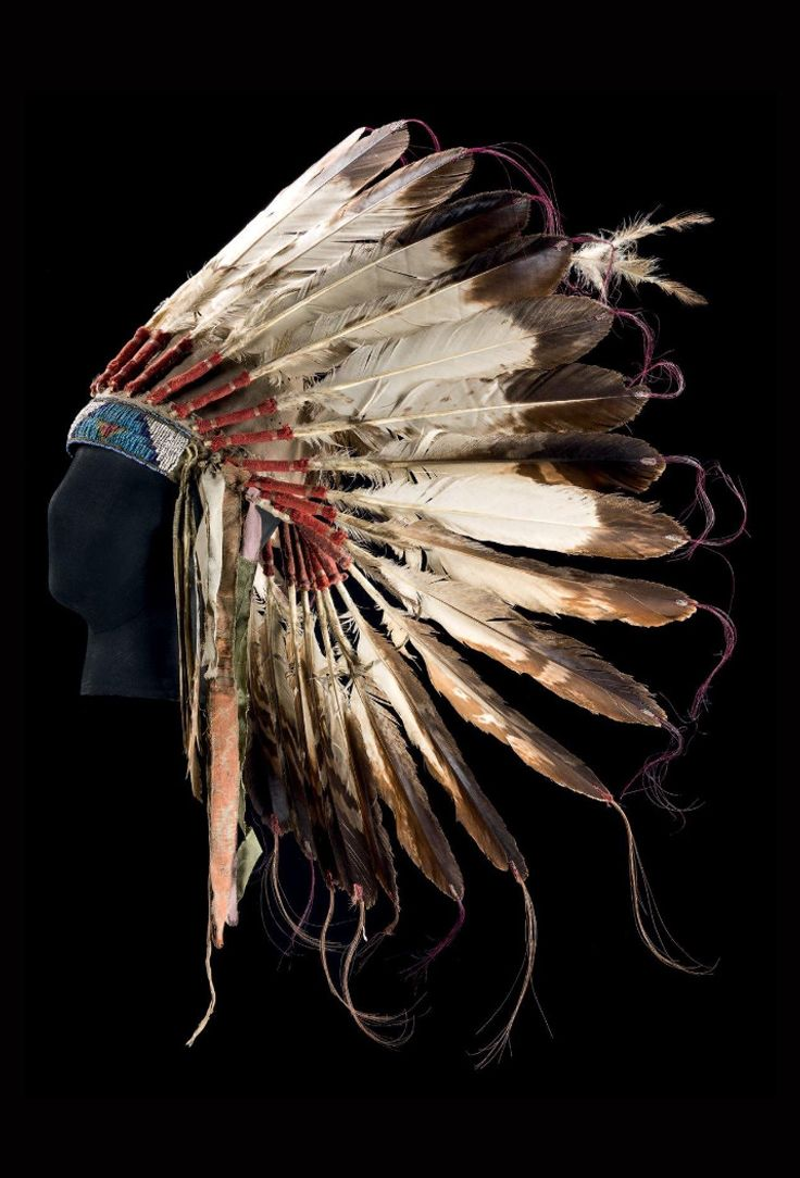 USA | Warrior's headdress; Plains Indians; Sioux | Felt, cloth, feathers, glass beads, fur and leather | ca. 1900 | 3'000€ ~ Sold (Dec '13)