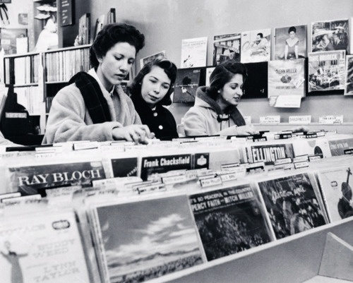 Look At This Fab Women In A Record Store In 1957 Babes