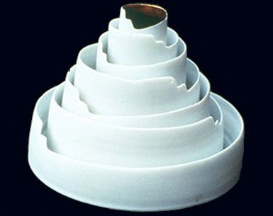 maria bofill, laberint - porcelain and gold 1996 - 17 x 25 cm
