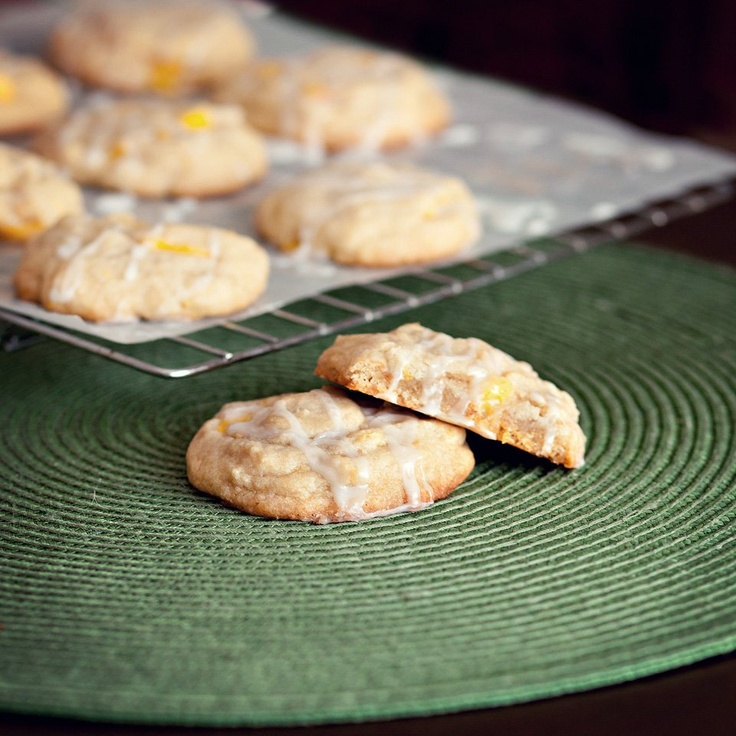 Filled with fresh peach chunks and drizzled in a cream sugar glaze.: Cream Cookies, Cookies Monsters, Peaches Cream, Cookies Fillings, Cream Sugar, Delicious Recipe, Peaches And Cream, Peaches Cookies, Cookies Jars