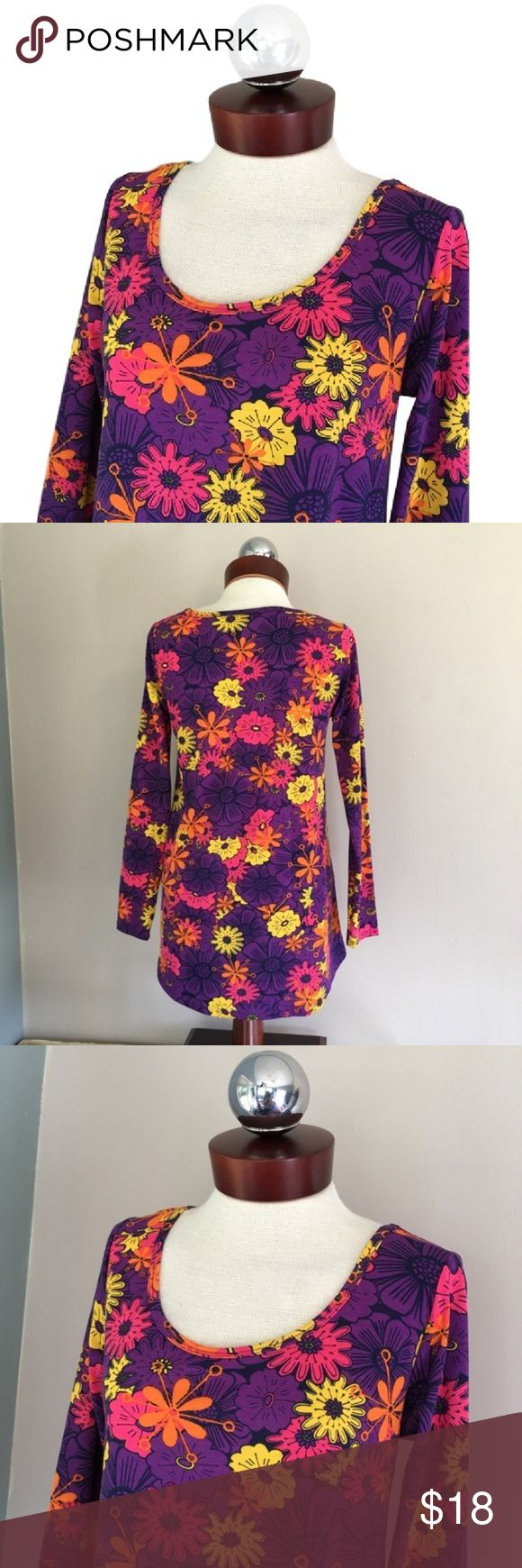 LULAROE lynnae retro floral long sleeve top S LULAROE lynnae retro floral long sleeve top S  SIZE S Excellent condition!   Polyester, spandex.  Bust 36 length 26.5 LuLaRoe Tops Blouses