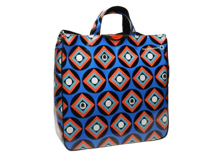 Maxi tote bag blu carta da zucchero con fantasia etnica a rombi e cerchi ispirata agli anni '70. Femminile, pratica e capiente è perfetta in ogni situazione. Esemplare unico per un inimitabile look moda anni '70.