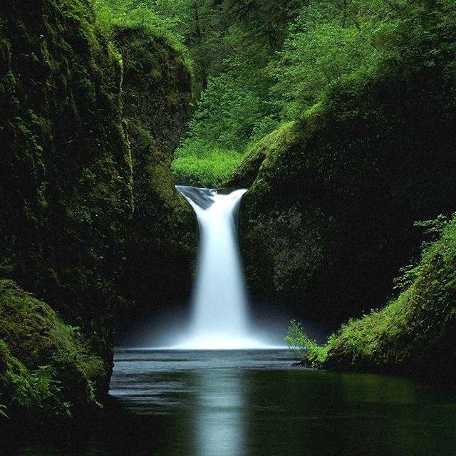 Punchbowl Falls @ Oregon