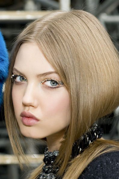 We adore this beauty look from Chanel, as seen on Lindsey Wixson.