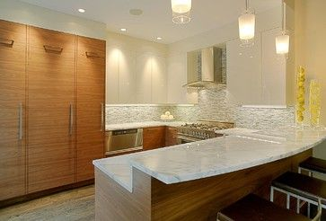 Get the #marble look with the ease of maintenance all in one - Silestone! Glass mosaic splash back and wood effect tiles to finish the look!