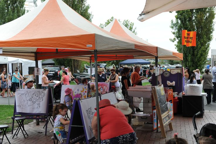 Entertainment for the kids at Flemington Racecourse market - painting art centre. Kids get to paint and keep their art work while Mum shops! What could be better!