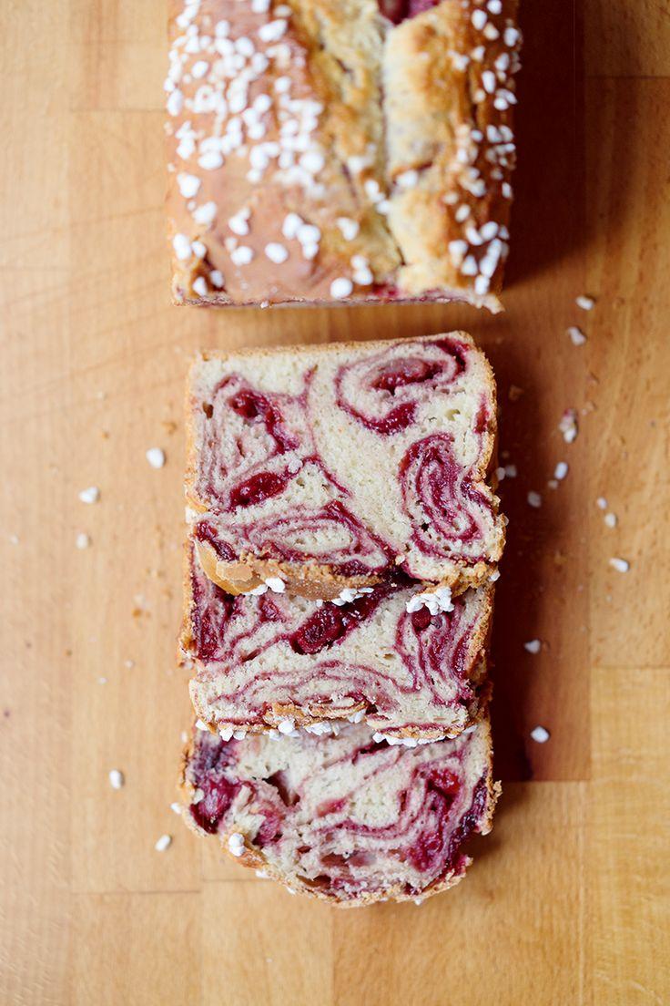 Gefüllter Hefekuchen mit Himbeerkonfitüre [Povitica] // Sweet Yeasted Bread with a Raspberry Jam Swirl Filling // Berliner Küche