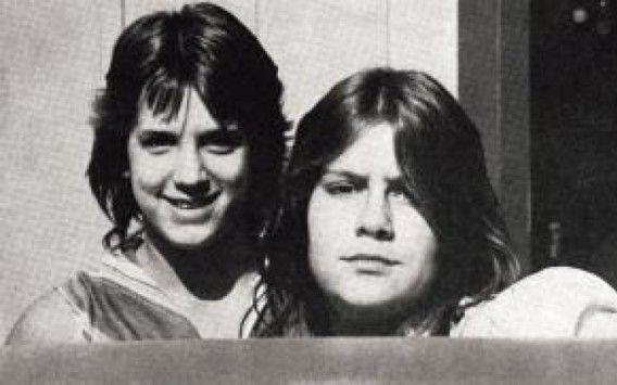 Shirley Wolf e Cindy Collier sono due adolescenti che nel 1983 hanno ucciso un'anziana signora indifesa per rubarle la macchina. Ora sono libere.