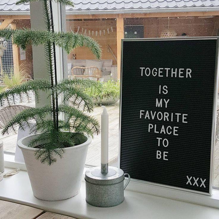 Vrijdag door @fiet7 verwend met dit bord van @karwei (voor mijn verjaardag)! Voor nu even in de vensterbank maar van de week nog maar es even met alle accessoires aan de sjouw! Fijne zondag IG...wij gaan straks lekker gourmetten bij vrienden! #lichtwonen #witwonen #grijswonen #interior #interieurinspiratie #karwei #kijkjeinmijnkeuken #letterbord #quote #wonen #scandic #scandinavischwonen