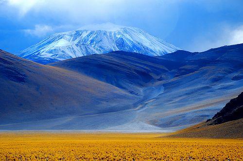 Volcán Incahuasi (6.638 m) by igoralecsander, via Flickr