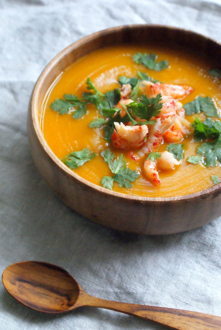 Last week, I had my first attempt at making pumpkin soup. I have to admit, I don't have the best pumpkin soup skills. Not that the taste of the soup was bad, but I can be very clumsy in the kitchen…