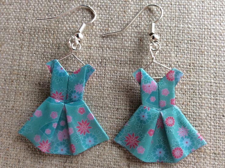 Boucles d'oreille robes vert d'eau à fleurs en origami : Boucles d'oreille par p-tite-pomme