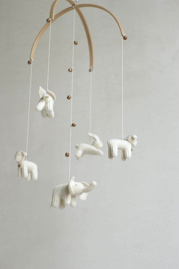 This baby nursery mobile is made to order. It will be done in about ~4 weeks. Please contact with me for more accurate term. :)  These lovely floating