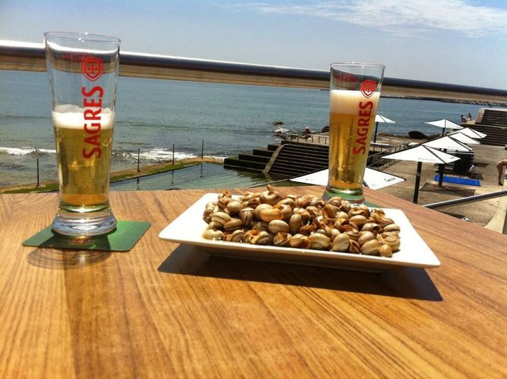 The warm and sunny climate, the sea view esplanades, and the relaxed atmosphere, makes Portugal a perfect place to enjoy a cold beer | via Azores SATA 24.06.2013 | Photo: In Portugal, cold beer pairs well with snails and a great view!