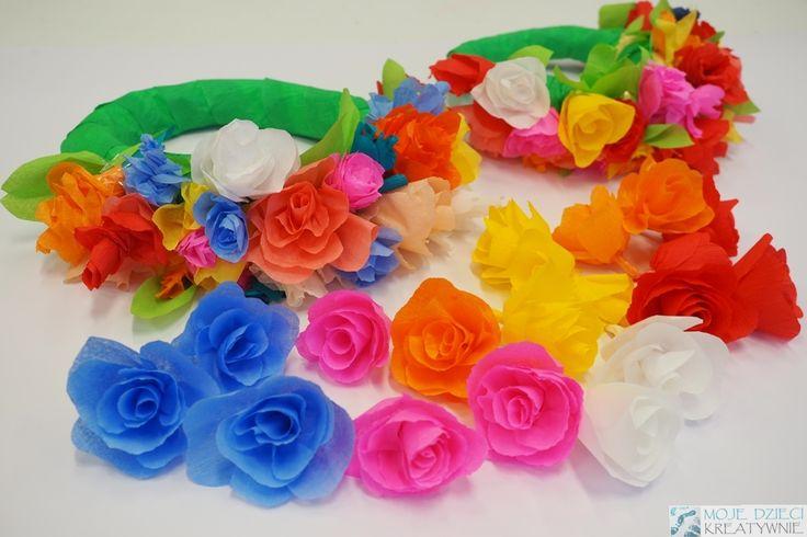 Wianek z kwiatów z bibuły
