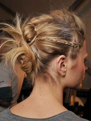 Easy Party Updo Hairstyles - Work these easy party updo hairstyles if you've run out of any chic ideas on how to perk up your tresses. Get romantic with a modern twist and highlight your flirty beauty assets.